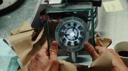 « Preuve que Tony Stark a un cœur », cette remarque ironique de la part de son assistante Pepper Potts joue sans conteste sur l'ambiguïté entre l'élément technologique et l'élément moral du personnage d'Ironman. Mais par là, elle révèle également la place déterminante de l'éthique pour le super-héros puisqu'une telle insinuation pousse Stark à s'interroger sur sa véritable part humaine, celle indépendante de la machine.